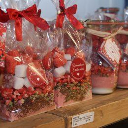 Süße Kochmischungen für Eistee in Cellophan verpackt