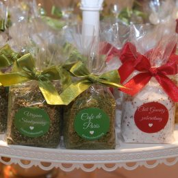 Gewürz- und Zuckermischungen in Cellophan verpackt