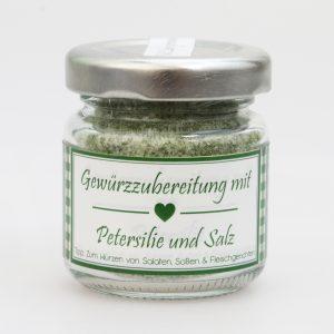 Gewürzzubereitung mit Petersilie und Salz