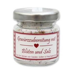 Gewürzzubereitung mit Blüten und Salz