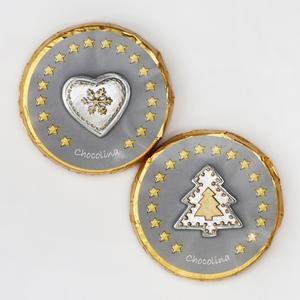Chocotaler dekoriert mit silbernen Herz/Baum